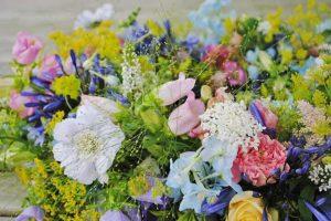 bloemen begrafenis of crematie van kind of baby