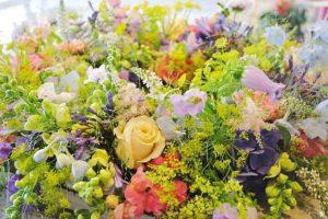 overlijden kind of baby, bloemen uitvaart