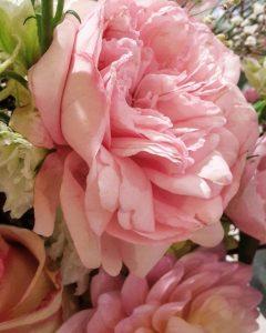 uitvaart kind, baby, bloemen